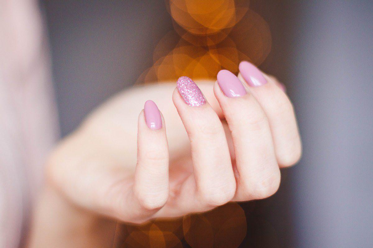 Manicura uñas rosas combinadas colores