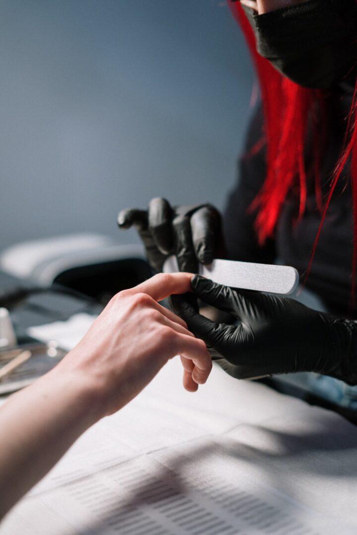 limado de uñas   protocolo seguridad manicura a domicilio